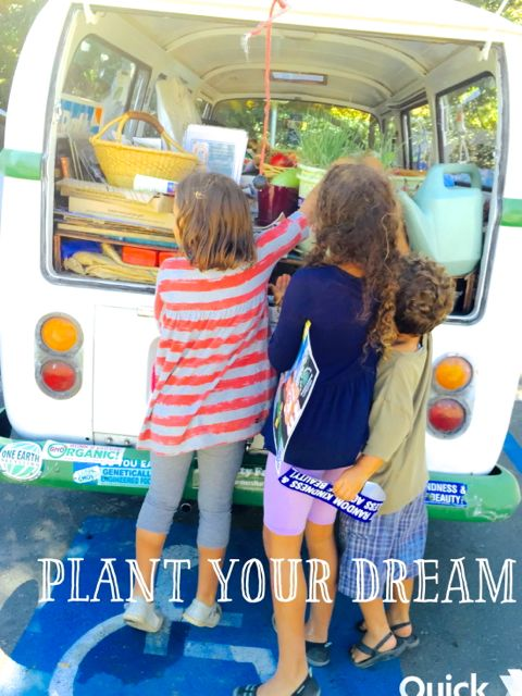 http://curezone.com/upload/Blogs/Your_Enchanted_Gardener/Kids_Plant_Your_Dream_Burbank_Farm.jpg