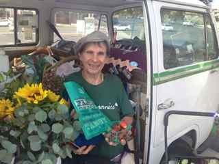 http://curezone.com/upload/Blogs/Your_Enchanted_Gardener/Leslie_Bio_Photo_HFM_sm_WFM.jpg