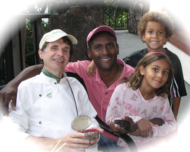 http://curezone.com/upload/Blogs/Your_Enchanted_Gardener/Ron_Kids_Leslie_3_2_21.jpg