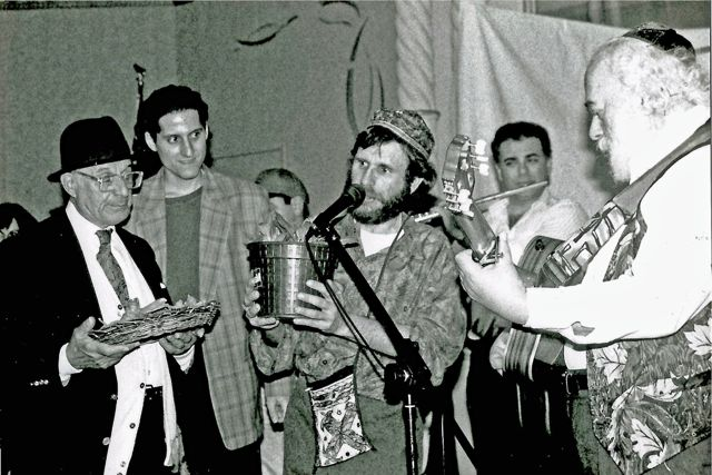 http://curezone.com/upload/Blogs/Your_Enchanted_Gardener/Solomon_Goldman_Leslie_Goldman_Rabbi_Shlomo_Carlebach_1980s_medium.jpg