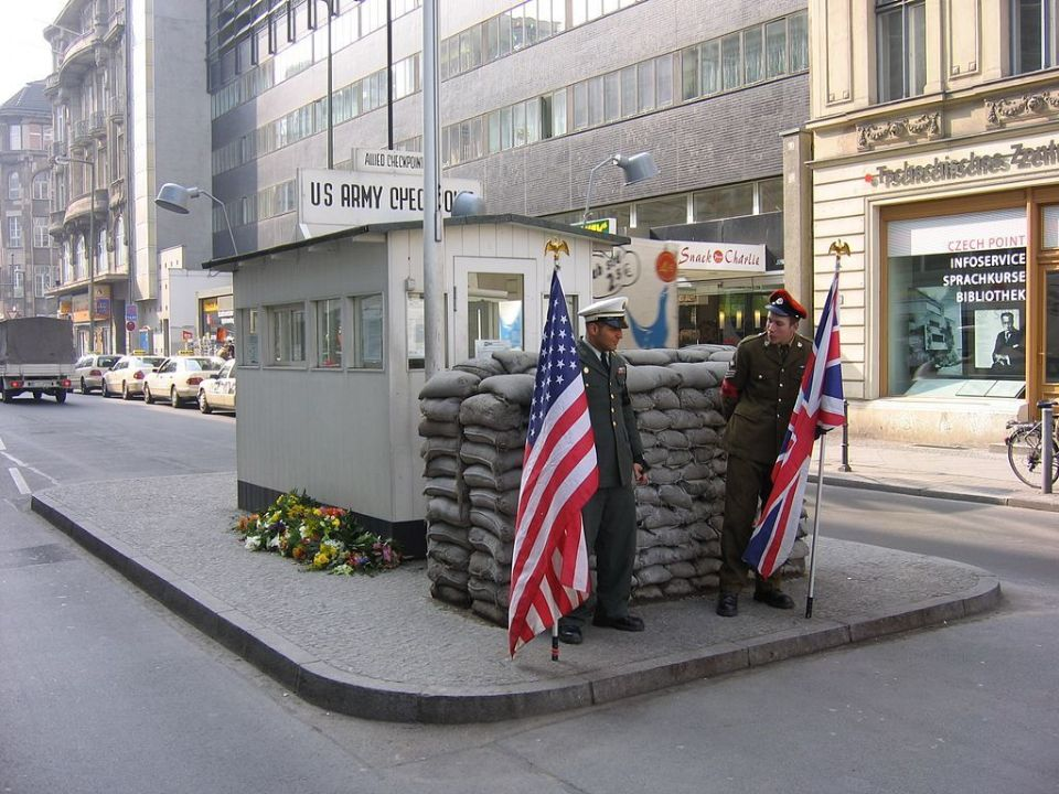 http://www.curezone.org/upload/_A_Forums/Ask/Checkpoint_Charlie_2005_072.jpg