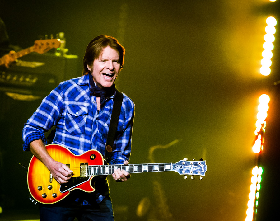 https://www.curezone.org/upload/_A_Forums/Ask/John_Fogerty_opening_night_at_The_Venetian_Jan_8_2016_4.jpg