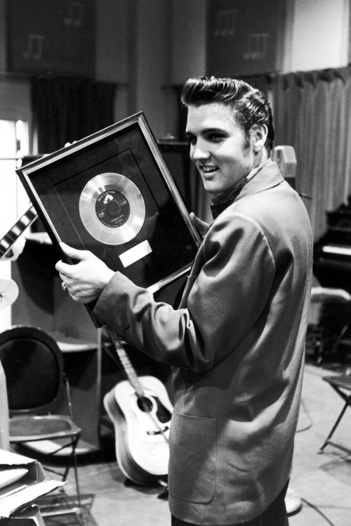 http://curezone.com/upload/_A_Forums/Ask/elvis_presley_holds_heartbreak_hotel_record_1956_500x748.jpg