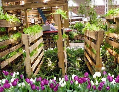http://curezone.com/upload/_G_H_Forums/Gardening/diy_pallet_flower_garden.jpg