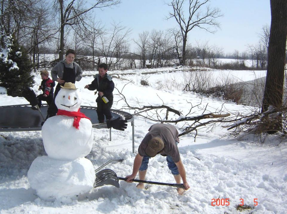 barefoot barefoot(!) making snowman ... (Click to enlarge)