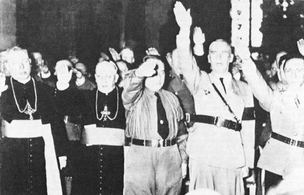 софиты, толпы папа пий 2 встреча с гитлером молодые красивые девушки