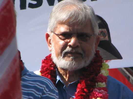 http://curezone.com/upload/members/new01/Arun_Gandhi_Oct_28_2006_H.jpg