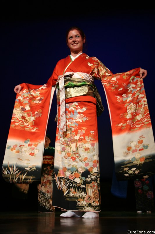 Kimono, Traditional Japanese Costumes ... (Click to enlarge)