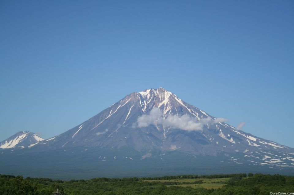 Volcanoes, Petropavlovsk-Kamchatski, Kamchatka, R� ... (Click to enlarge)